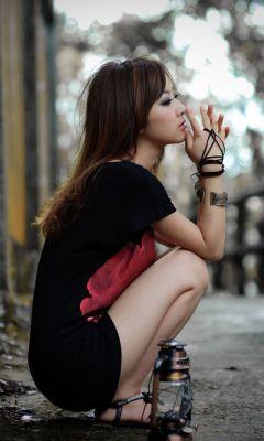 Mikako Zhang Waiting..