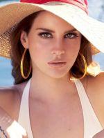 Lana Del Rey In Pool