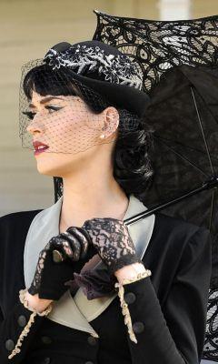 Katy-Perry-Black-Umbrella