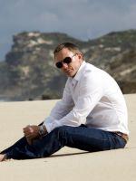 Daniel-Craig-On-Beach