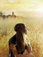 Blonde-Girl-In-Summer-Field
