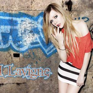 Avril Lavigne Pose     X