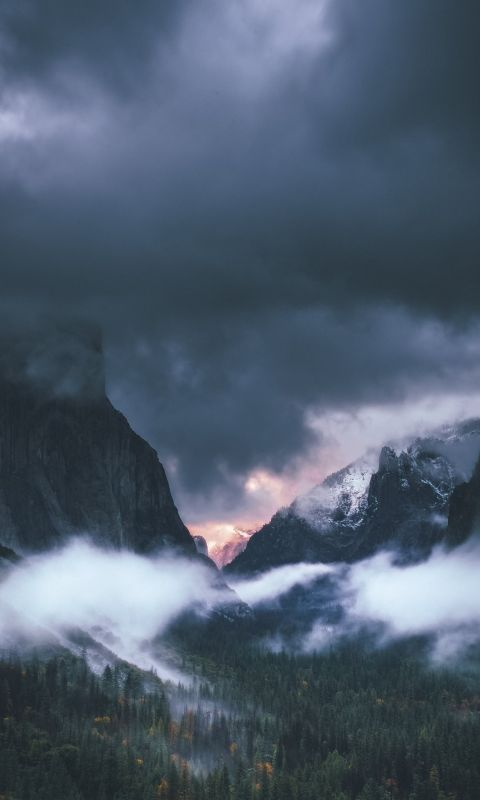 brown rocky mountain under gray sky wallpaper