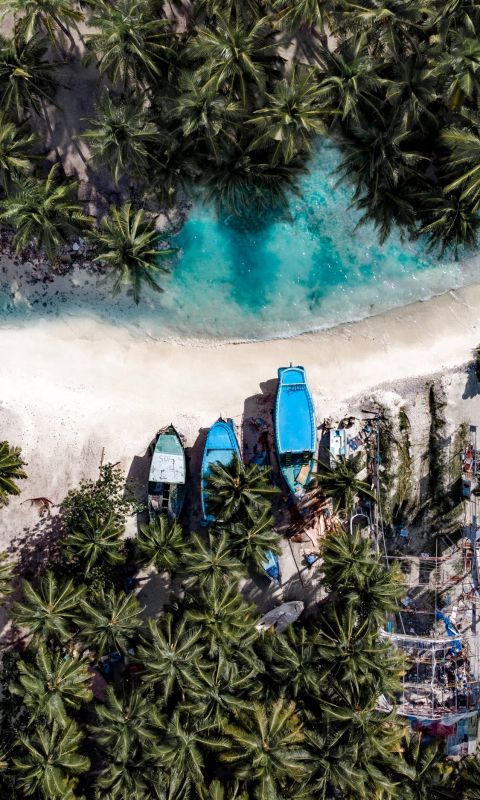 aerial photography of three boats on island wallpaper