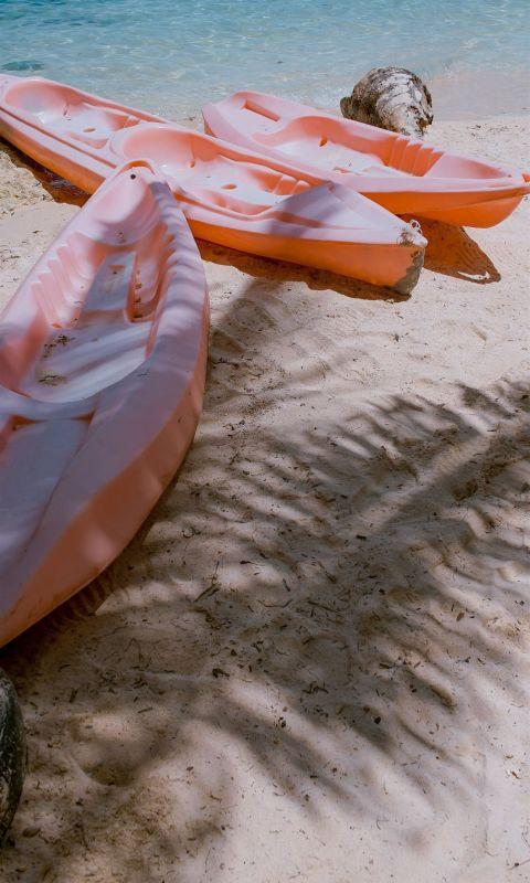 three empty kayaks wallpaper